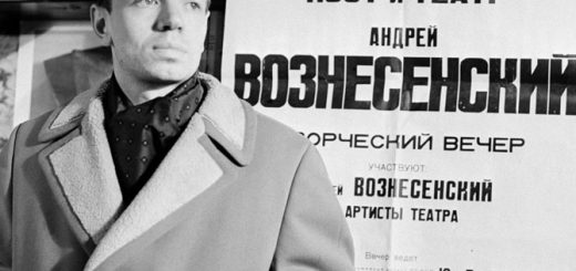 Андрей Вознесенский на фоне своей афиши