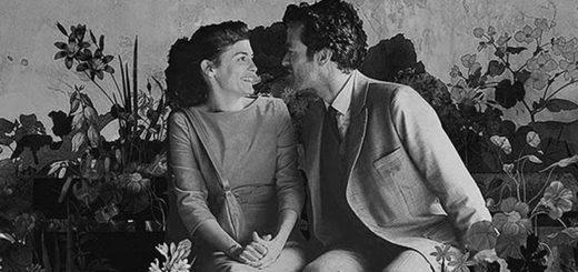 """Черно белый кадр из фильма """"Пена дней"""", Колен и Хлоя в цветах"""