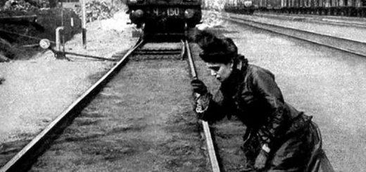 Анна Каренина бросается под поезд, черно-белая картинка