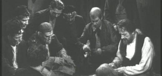"""Фрагмент из спектакля """"На дне"""", черно-белый"""
