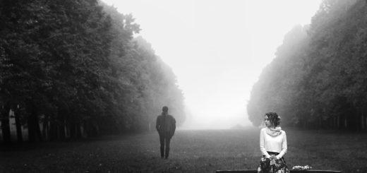 Женщина и мужчина: черно-белая картинка