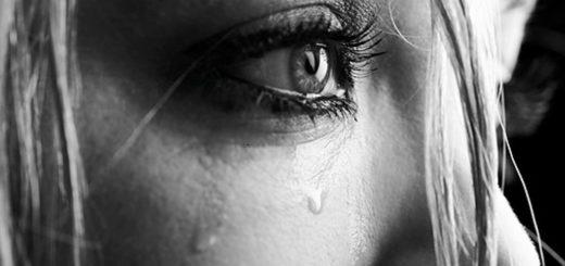 глаз, слезы, девушка плачет, черно-белое фото, грусть, печаль