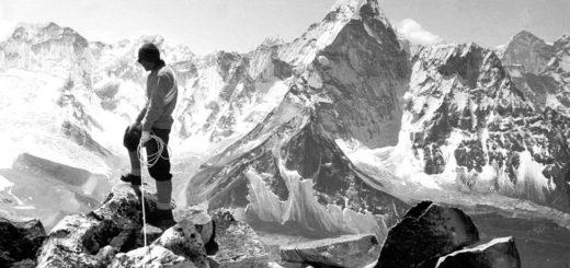 Покорение Эвереста, черно-белая картинка
