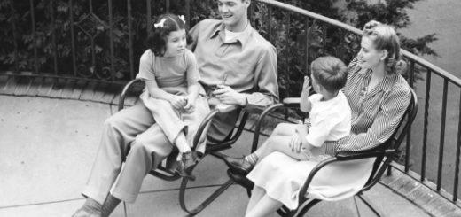 Семья, черно-белая картинка