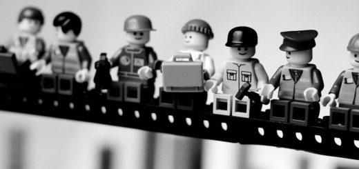 Конструктор Лего, черно-белая картинка