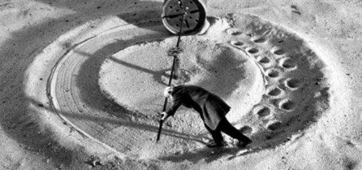 Ошибки, замкнутый круг, черно-белое фото