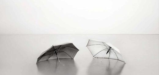 зонтики, черно-белое фото