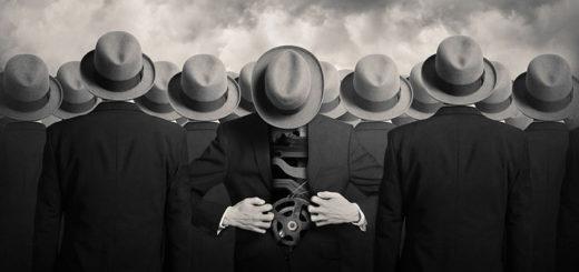 необычный человек, черно-белое фото