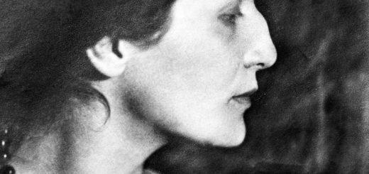 Анна Ахматова, черно-белое фото