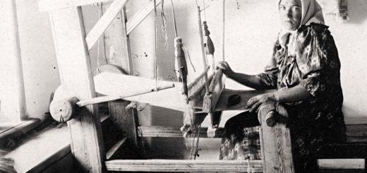крестьянка с веретеном, черно-белое фото