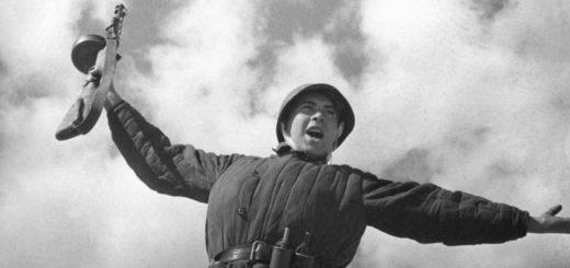 солдат, черно-белое фото