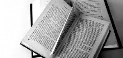 книги, черно-белое фото