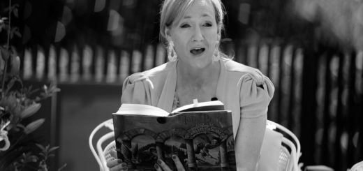 Джоан Роулинг удивлена, черно-белое фото