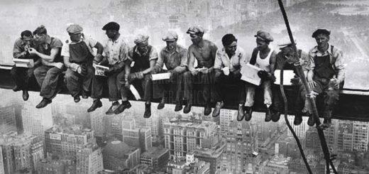 советские рабочие, взаимовыручка, черно-белое фото