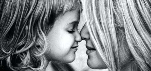мать и дитя, черно-белое фото