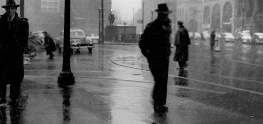 одиночество, городской пейзаж, урбан, дождь, черно-белое фото