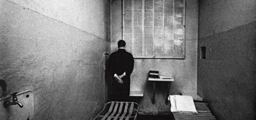 Приглашение на казнь, человек в камере