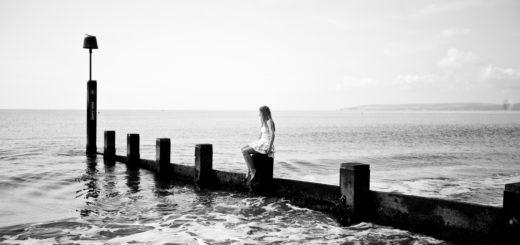 девушка на пляже, женщина и море