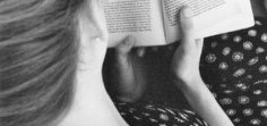 девушка с книгой, женщина читает