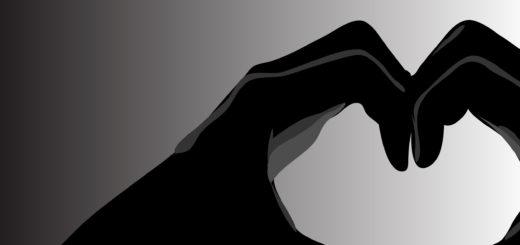 две руки, образующие сердце