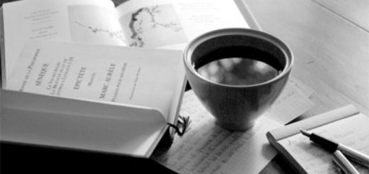 книги и кофе на столе