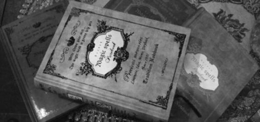 Древние книги на столе