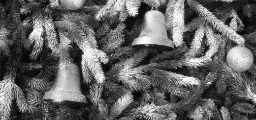елка и колокольчики