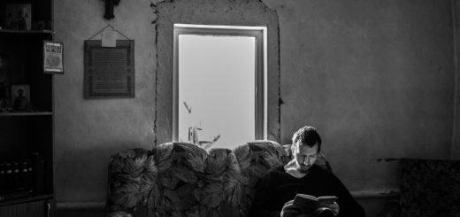 человек с книгой