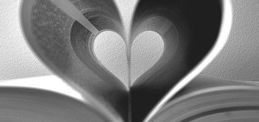 книга в форме сердца
