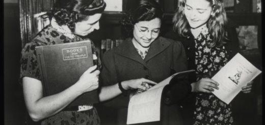 девушки с книгами