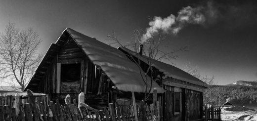 деревня, деревенский дом, покосившийся забор