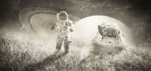 Космонавт и летающая тарелка, фантастический мир