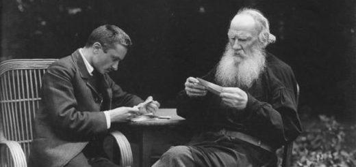 Лев Толстой разбирает корреспонденцию