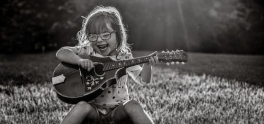 девочка с гитарой, счастье