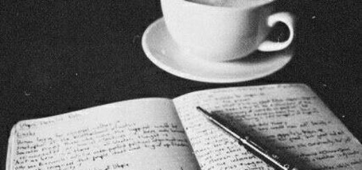 книга и чай, настольный натюрморт