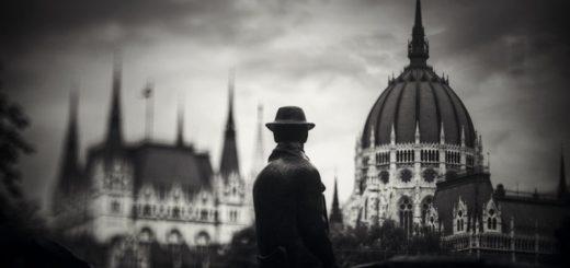 человек на фоне красивых зданий, путешествие