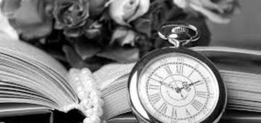 книга с бусами, цветами и часами, женская книга