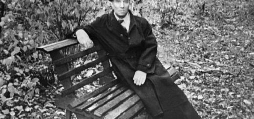 Борис Пастернак на лавочке в саду