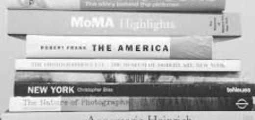 список книг, книги в стопке
