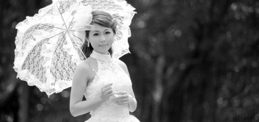 девушка в бальном платье с зонтиком