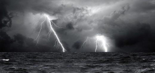 гроза, молния, гром, буря в море