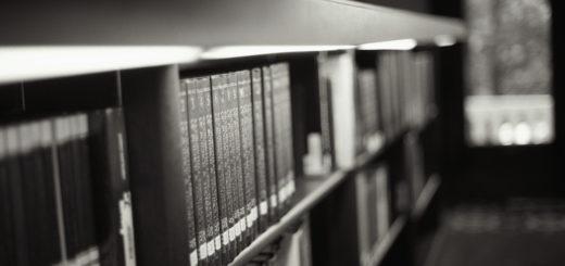 книги на полке, библиотека