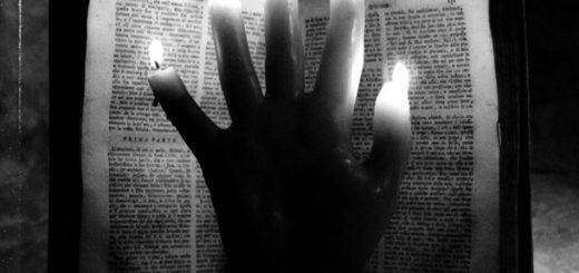 книга напротив свечей